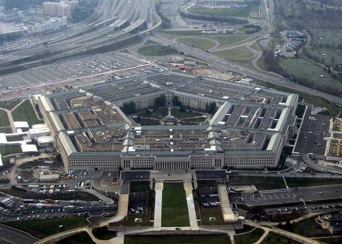 Philip J. Corso työskenteli 1960-luvun alussa Pentagonissa maavoimien tutkimus- ja tuotekehitysosastolla ulkomaisen teknologian yksikön johdossa.