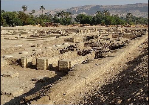 Faarao Akhenatenin rakennuttama kaupunki Aknetaten tai Aknetaton (nykyisin Amarna tai el-Amarna).