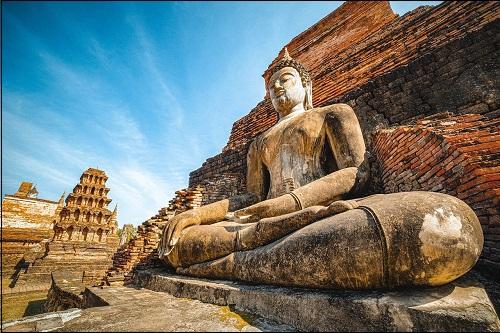 Buddhalaisuuden perustaja Siddhartha Gautaman patsas.