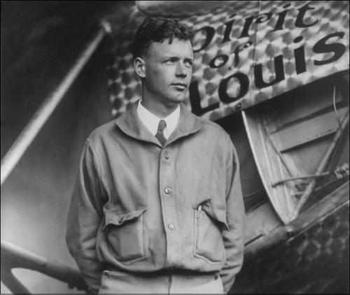 Lentäjä Charles Lindbergh mainitaan kirjassa Roswellin avaruusolennon haastattelu sivulla 130.
