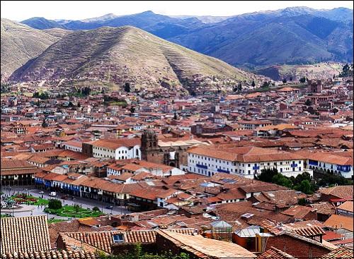 Kaupunki nimeltä Cuzco (tai Cusco) Andeilla Kaakkois-Perussa.