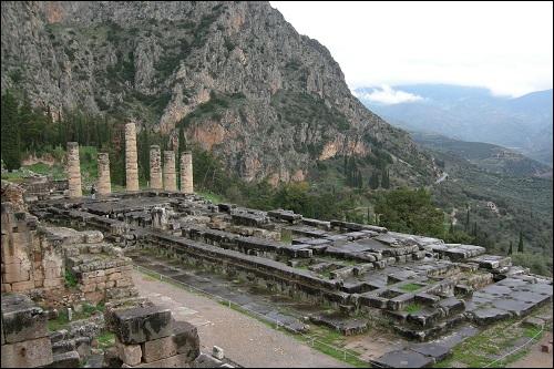Delphin temppeli tai Delfoin temppeli.