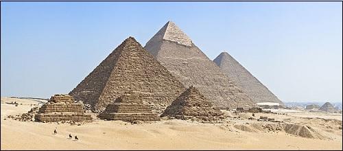 Gizan pyramidit Kairon eteläpuolella Egyptissä.
