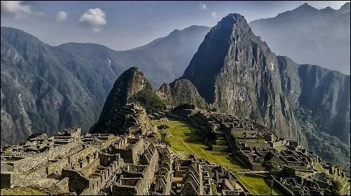 Muinainen Andien harjanteella sijaitseva kaupunki Machu Picchu.