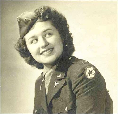 Kirjan Roswellin avaruusolennon haastattelu materiaalin lähettänyt lentosairaanhoitaja Matilda O´Donnell MacElroy.