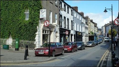 Brige Street -katu Navanin kaupungissa Meathissa Irlannissa.