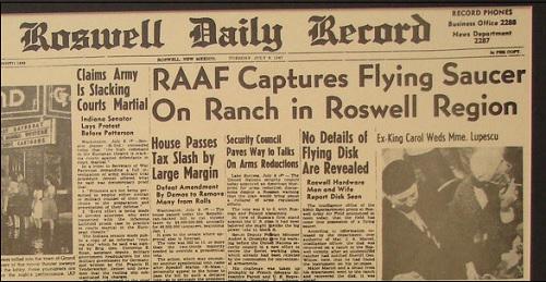 """Roswell Daily Record -sanomalehden otsikko: """"RAAF ottaa talteen lentävän lautasen maatilalta Roswellin seudulta"""". Putosiko Roswellissa vuonna 1947 todellakin lentävä lautanen. Se selviää kirjassa Roswellin avaruusolennon haastattelu."""