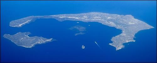 Theran (Santorinin) tulivuorenpurkauksen aiheuttama kaldera Egeanmerellä.