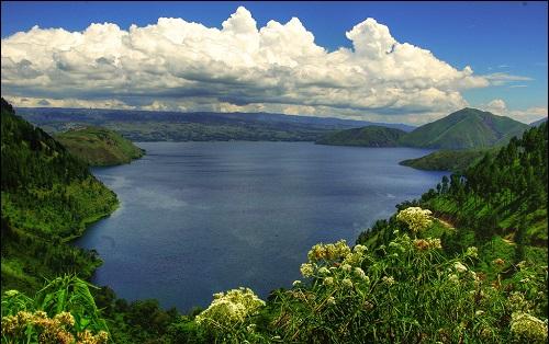 Tobajärvi Indonesiassa.