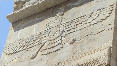 Faravahar-reliefi. Mikä on Faravahar? Se selviää kirjassa Roswellin avaruusolennon haastattelu.