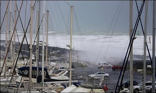 Tsunami tai hyökyaalto.