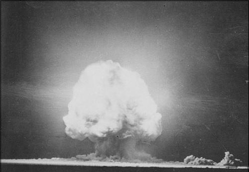 Maailman ensimmäisen atomipommin räjähdys New Mexicossa Yhdysvalloissa.