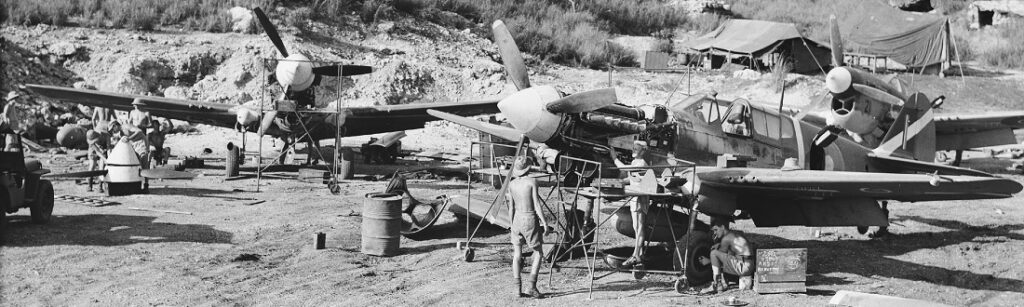 Curtis P-40 hävittäjälentokone.