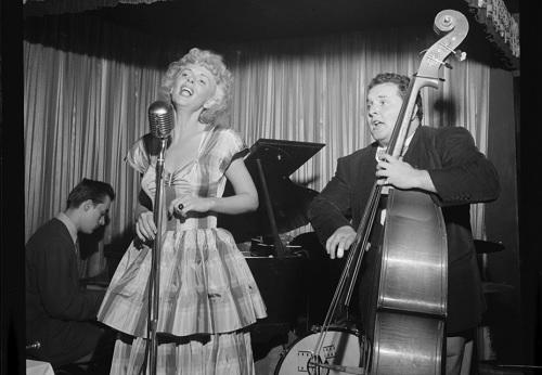 Lauluesitys käynnissä heinäkuussa vuonna 1947.