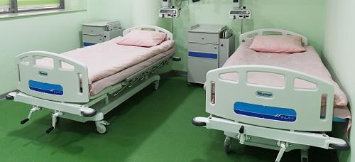 Sairaalan vuoteita.